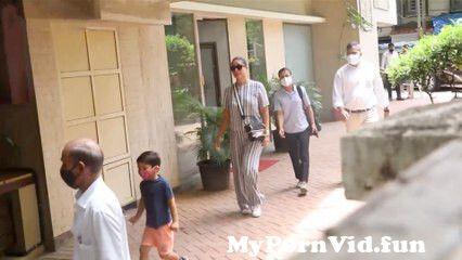 View Full Screen: kareena kapoor spotted with taimur ali khan in bandra 124 spotboye.jpg