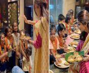Shilpa Shetty performs Kanya Pujan on Durga Ashtami 2021; WATCH VIDEO<br/><br/>#ShilpaShettyAshtami2021 #Navratri2021