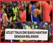 Baku hantam antara Atlet tinju DKI Jakarta, Jill Mandagie dengan relawan usai pertandingan tinju PON XX Papua 2021 viral di media sosial. Kejadian ini lantas terekam dalam video dan tersebar di media sosial. <br/><br/>Kericuhan bermula saat Jill tak terima keputusan juri yang memenangkan atlet NTT, Luki Mira Agusto Hari, di kelas 52-56 kg putra PON 2021 Tinju.<br/><br/>Keduanya akhirnya terlibat baku hantam dan relawan lain serta aparat keamanan langsung memisahkan keduanya. Selengkapnya, tonton dalam video ini. <br/><br/>#PONXXPapua #BakuHantam #AtletTinju<br/><br/>Video Editor: Suciati<br/>==================================<br/><br/>Homepage: https://www.suara.com<br/>Facebook Fan Page: https://www.facebook.com/suaradotcom<br/>Instagram:https://www.instagram.com/suaradotcom/<br/>Twitter:https://twitter.com/suaradotcom