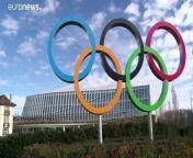 Nach einen Telefongespräch zwischen dem IOC und Shinzo Abe hat Japan die Verschiebung der Olympischen Spiele akzeptiert. Sie sollen nun spätestens im Sommer 2021 statfinden.View on euronews</a>